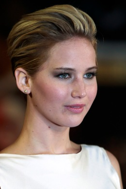 "Jennifer Lawrence arrives for the world premiere of ""The Hunger Games : Catching Fire"" in London"
